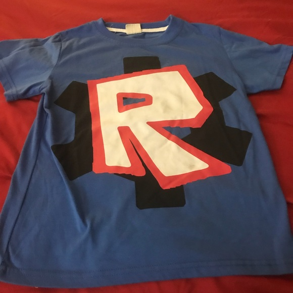 Roblox logo tee boys size 6/7 Rare Hard to find !